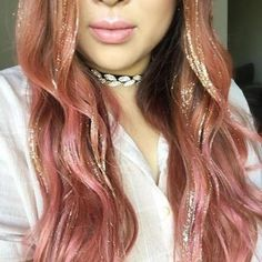 Hair Extensions Tutorial Dusky Rose Hair with Gold Tinsel Ex. -Tinsel Hair Extensions Tutorial Dusky Rose Hair with Gold Tinsel Ex. How To Achieve: Rose Gold Hair. Black Ponytail Hairstyles, Holiday Hairstyles, Pretty Hairstyles, Fairy Hairstyles, Hair Tinsel, Glitter Hair, Pink Glitter, Hair Extensions Tutorial, Quinceanera Hairstyles