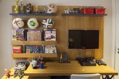 Decoração de: Quarto de criança - quarto de menino; mesa de estudo e televisão; Casa de Valentina