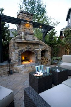42 Simple Fireplace For Your Home This Summer Chimenea simple para su hogar este verano 42 Simple Fireplace, Backyard Fireplace, Backyard Patio, Backyard Landscaping, Fireplace Ideas, Outdoor Fireplaces, Fireplace Stone, Outdoor Areas, Outdoor Rooms