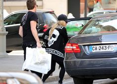 """Askkikiberry:Avril Lavigne  Paris Lunch With Mystery Man,Singer Avril Lavigne enjoys lunch with a mystery man at La Maison de le Truffe in Paris, France on May 10, 2012. After lunch the pair did a bit of shopping before hopping in a car. Avril is in talks to possibly because a new """"X Factor"""" judge.  (May 10, 2012 - Source: FameFlynet Pictures)"""