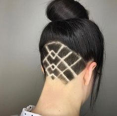 Hair by Sisu Hairdressing, Lincoln, NE // Loving this precise geometric undercut design. Pompadour Hairstyle, Undercut Hairstyles, Easy Hairstyles, Undercut Long Hair, Undercut Hair Designs, Undercut Women, Haare Tattoo Designs, Buzzed Hair, Shaved Hair Designs