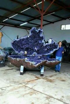 Giant Amethyst Geode with Jake Quinn / Rock Hounds Minerals And Gemstones, Rocks And Minerals, Amethyst Geode, Amethyst Rock, Quartz Crystal, Rock Collection, Beautiful Rocks, Mineral Stone, Rocks And Gems