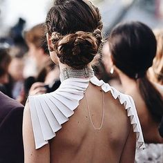 Olivia Wilde from Oscars 2016 Candid Moments Her hair looks chic in an intricate braided up-do. Textile Manipulation, Fashion Details, Fashion Design, Looks Chic, Estilo Fashion, Fashion Forward, Valentino, Her Hair, Corset