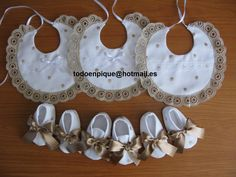 TODO EN PIQUE para bebe Lace Booties, Baby Sewing Projects, Shoe Pattern, Baby Girl Shoes, Baby Patterns, Baby Accessories, Baby Bibs, Baby Bodysuit, Crochet Baby