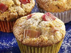 Muffins mit Rhabarber - smarter - Zeit: 30 Min. | eatsmarter.de