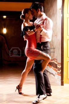 danseur tango: Un homme et une femme dansant le tango argentin. Concentrez-vous sur leurs mains. S'il vous plaît voir plus d'images de la même pousse. Banque d