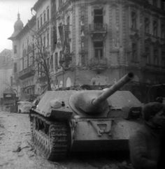 Abandoned Jagdpanzer IV of the Budapest 1945 Jagdpanzer Iv, Ww2 History, Tank Destroyer, Ww2 Tanks, Military Equipment, Armored Vehicles, Panthers, Sicily, World War Ii