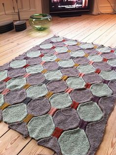 Ravelry: Project Gallery for No. Ten - Plaid med time glass mønster pattern by Åse Lund Jensen
