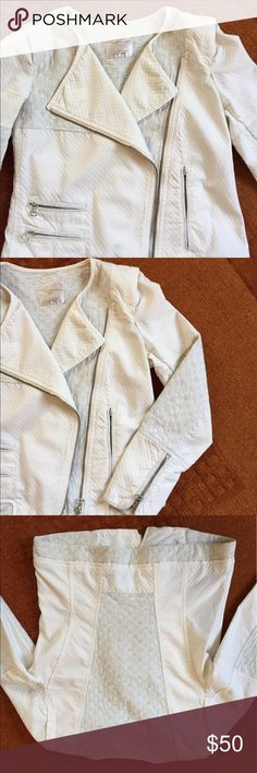 💥SALE!💥 ZARA TRAFALUC moto jacket Moto-style denim off-center zip jacket, zippers on sleeves and pockets. Two kinds of lightweight fabric are uniquely pieced together to create beautiful shape and structure. See pics for quilted fabric texture and colors. Zara Jackets & Coats Jean Jackets