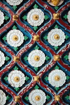 Door details, Raj Mahal (City Palace) Kota, The Hadoti Region, Rajasthan, India by Pavan Gupta Indian Patterns, Textures Patterns, Print Patterns, Surface Pattern, Surface Design, Palette Pastel, Palette Design, Travel Photographie, Motif Oriental