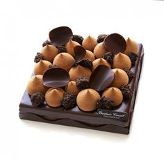 ITAKUJA Mini Desserts, Delicious Desserts, Dessert Recipes, Chocolat Valrhona, Chocolate Delight, Chocolate Cake, Decoration Patisserie, Beautiful Desserts, Classic Cake