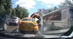 """Camião Cisterna De Limpeza De Esgotos """"Explode"""" No Trânsito Após Completar Serviço http://www.desconcertante.com/camiao-cisterna-de-limpeza-de-esgotos-explode-no-transito-apos-completar-servico/"""
