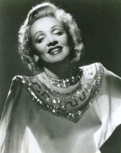 Marlene Dietrich - German born actress in Hollywood Vintage Hollywood, Old Hollywood Glamour, Vintage Glamour, Vintage Girls, Hollywood Stars, Classic Hollywood, Hollywood Boulevard, Marlene Dietrich, Rita Hayworth