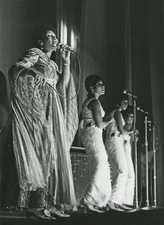 Aretha Franklin at Hammersmith Odeon in London photographed by Barrie Wentzell, 1970