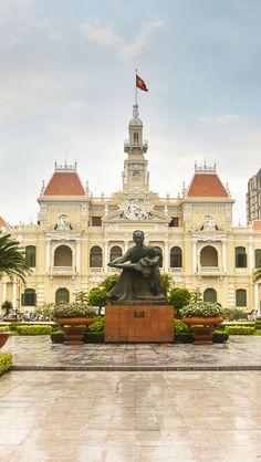 Peoples Committe Building, Saigon, Vietnam Estatua en honor a Ho Chi Minh