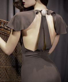 Nacho Aguayo: vestir la excentricidad con elegancia http://blog.rtve.es/moda/2013/12/nacho-aguayo-madame.html