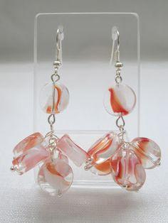 Aretes: Vidrio naranja  Materiales: Cuentas de vidrio  Valor: $8.000