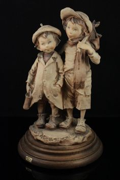 capodimonte bruno merli figurine boy and girl on skates lux capodimone bruno. Black Bedroom Furniture Sets. Home Design Ideas