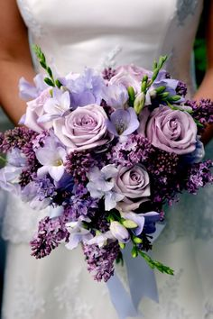 Purple Wedding Flowers Flieder Strauß - For a little floral inspiration, check out our picks of the most gorgeous purple wedding bouquets! Lilac Wedding Flowers, Spring Wedding Bouquets, Flower Bouquet Wedding, Purple Bouquets, Lilac Bouquet, Purple Flower Arrangements, Wisteria Wedding, Spring Weddings, Purple Flower Centerpieces