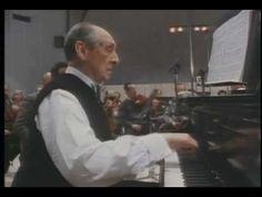Horowitz plays Mozart piano concerto.
