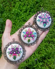 Otomatik alternatif metin yok. Hand Embroidery Videos, Creative Embroidery, Hand Embroidery Stitches, Embroidery Jewelry, Ribbon Embroidery, Cross Stitch Embroidery, Embroidery Patterns, Hand Drawing Designs, Crazy Quilt Stitches