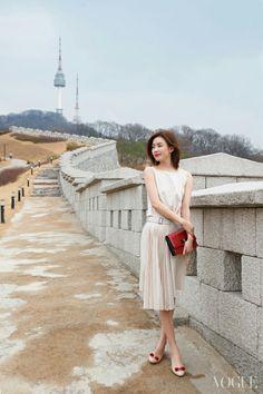 "15 Gorgeous Celebrities Model ""L'icona Ferragamo"" Shoes for Vogue Magazine Korean Beauty, Asian Beauty, Asian Woman, Asian Girl, Han Hyo Joo, Yoo Ah In, Korean Actresses, Korean Celebrities, Celebs"