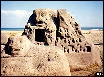 Myths speak of an ancient port city in India where 6 temples were submerged beneath the waves in a single day leaving a 7th temple still standing on the seashore. After the 2004 tsunami Archaeologists found the stone remains of a temple, including a granite lion, buried in the sand near India's famous beachfront Mahabalipuram Temple. So, what caused the sudden and sustained rise in sea level 1,200 years ago?
