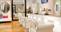 Blow Dry Bar.  Otro concepto de peluquería. Calle Pelayo, 76 Madrid. (Metro Alonso Martínez o Chueca). http://www.blowdrybar.es