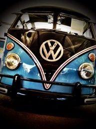 VW bus blue/black