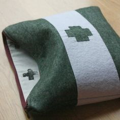 How to make a unique Xmas present - a felt pouch with your own front design and matching hand-printed fabric