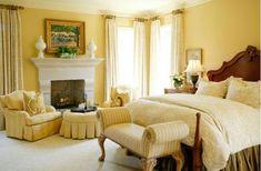 Правильный цвет для спальни Солнечный нейтральный интерьер спальни, оформленный в жёлтой цветовой гамме, выглядит красиво и просторно. Жёлтый ‒ особенно хороший выбор для небольших и компактных комнат, поскольку он визуально делает их просторнее и воздушнее. А вот пышный декор в золотых тонах оказался неблагоприятным для хорошего сна.