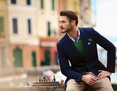 A very dapper style look. Here is how: navy blazer, khaki slim leg pants, green Vneck sweater, blue or white shirt and a piece of fabric for a pocket square. Fashion Mode, Look Fashion, Mens Fashion, Fashion Trends, Fashion Updates, Suit Fashion, Fashion Spring, Fashion News, Autumn Fashion