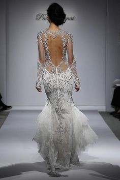 Hello lovely readers - Candice here! With all the top designers hitting the runway late last year at New York Bridal Week showing off a variety of new trends, we really have been spoilt for choice. If you're like me, you get a bit overwhelmed by all the magnificent options.