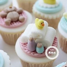 """172 Likes, 8 Comments - LadyBerryCupcakeSchool (@ladyberrycupcakes) on Instagram: """"Baby's Bath Time Cupcake Topper As part of our new Baby Shower Cupcake Class! Dates now added…"""""""