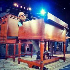 Gregg Allman and his gorgeous Hammond organ 2015 Music Pics, Music Stuff, My Music, Electric Keyboard, Hammond Organ, Midnight Rider, Allman Brothers, Greggs, Blues Rock