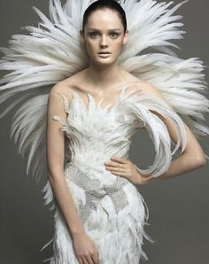 Flair (IT) September 2005 Nuo Vo Look Photography by Alix Malka Lisa Cant~L'Abito Couture Foto Fashion, High Fashion, Fashion Show, Fashion Design, Travel Fashion, Fashion Art, Luxury Fashion, Glamour, Feather Fashion