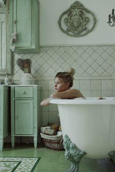 Photography: Marta Bevacqua; Model: Mylene @ Mademoiselle; Location: Maison Esprit Boudoir