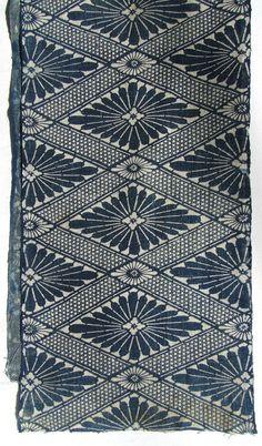 Japanese Katazome Floral with stylized chrysanthemums in a diamond, geometric pattern.Made around Taisho / Meiji era: early x Motifs Textiles, Textile Fabrics, Textile Prints, Textile Patterns, Textile Art, Print Patterns, Vintage Textiles, Cotton Textile, Japanese Textiles