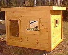 Insulated top quality proven to stay warm -even in temps in Canada -dog house. I can't imagine having an outdoor dog anymore; but this would still be nice, especially as a go-between a doggie door (attached to home, not to door) and the outside world. Custom Dog Houses, Cool Dog Houses, Diy Wood Projects, Woodworking Projects, Duck House Plans, Insulated Dog House, Duck Coop, Build A Dog House, Chickens Backyard