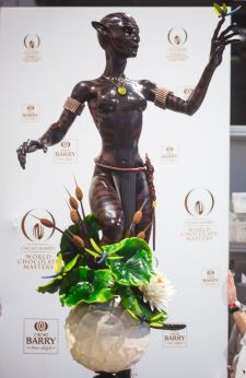 La sculpture de Vincent Vallée sur le thème de la nature ne comporte que du chocolat et du beurre de cacao. Les zébrures sont obtenues grâce à une technique innovante. © photo World chocolate masters/ Cacao Barry