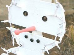 Snowman pallets and he has on pinterest for How to make a wood pallet snowman