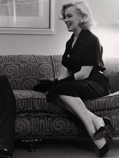 Actresses An Icon In Pictures: Marilyn Monroe Hollywood Icons, Golden Age Of Hollywood, Hollywood Glamour, Classic Hollywood, Old Hollywood, Hollywood Actresses, Rare Marilyn Monroe, Marilyn Monroe Photos, Marilyn Monroe Cuadros
