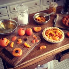 making peach pie in 1:12 scale from It's a miniature life