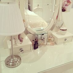 strawberrylemonadexo: dressing table - ikea {credit: ig - laurenskarratt}
