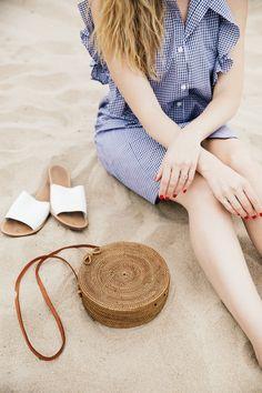 beach vibes // round straw bag