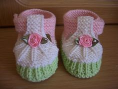 Direct link to free knitting tutorial - baby shoes