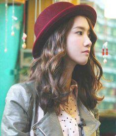 Yoona shoulder hair