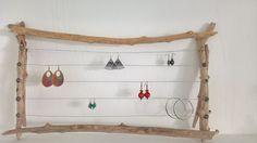 Support for loops - Wood Decora la Maison Diy Rustic Decor, Diy Home Decor, Jewellery Storage, Jewellery Display, Craft Booth Displays, Bois Diy, Home Design Diy, Jewelry Making Kits, Creation Deco
