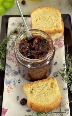 This grape chutney is amazing! Super easy to make, with simple ingredients and it tastes heavenly! Grape Chutney Recipes, Grape Recipes, Whole Food Recipes, Vegan Recipes, Cooking Recipes, Vegan Food, Grape Nutrition, Date Chutney, Marmalade