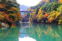 Lake Okutama autumn leaves 奥多摩湖の紅葉 (1920×1280)